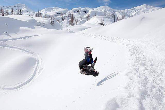 Komna, metanje v sneg in dričanje