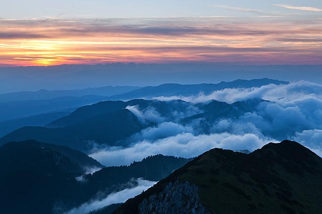 Škofjeloško hribovje sončni vzhod
