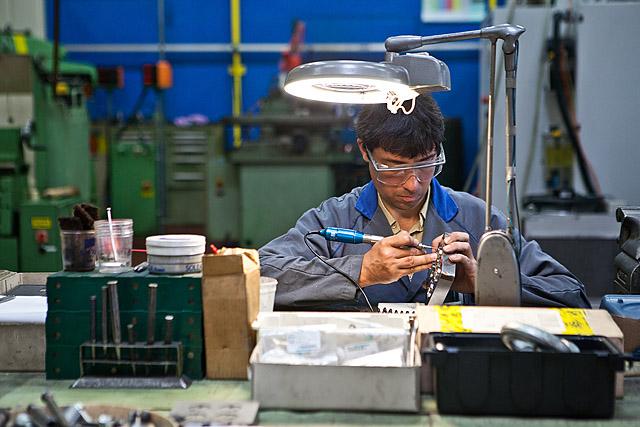 Delo v tovarni