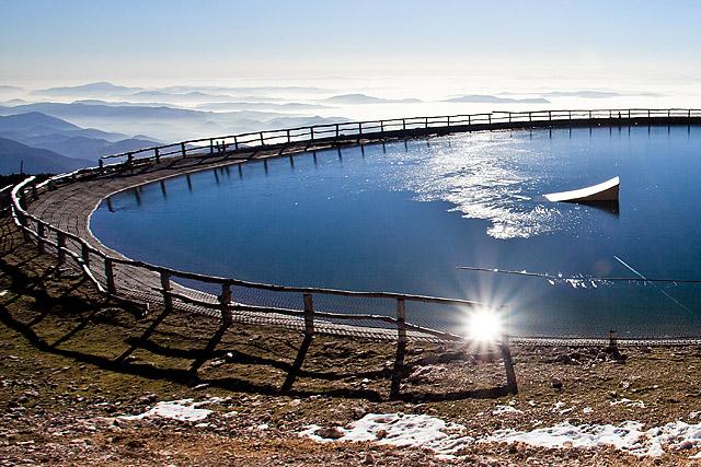 Jezero na Zvohu Krvavec