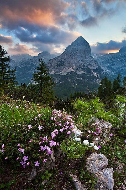 Sončni zahod v gorah