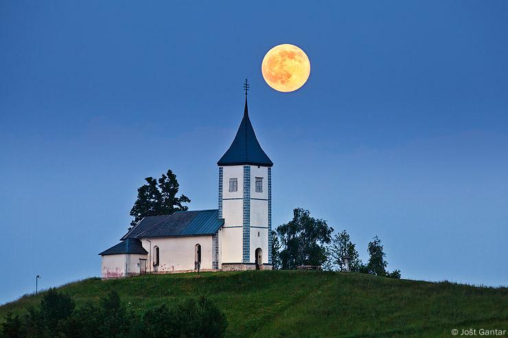 Jamnik in polna luna