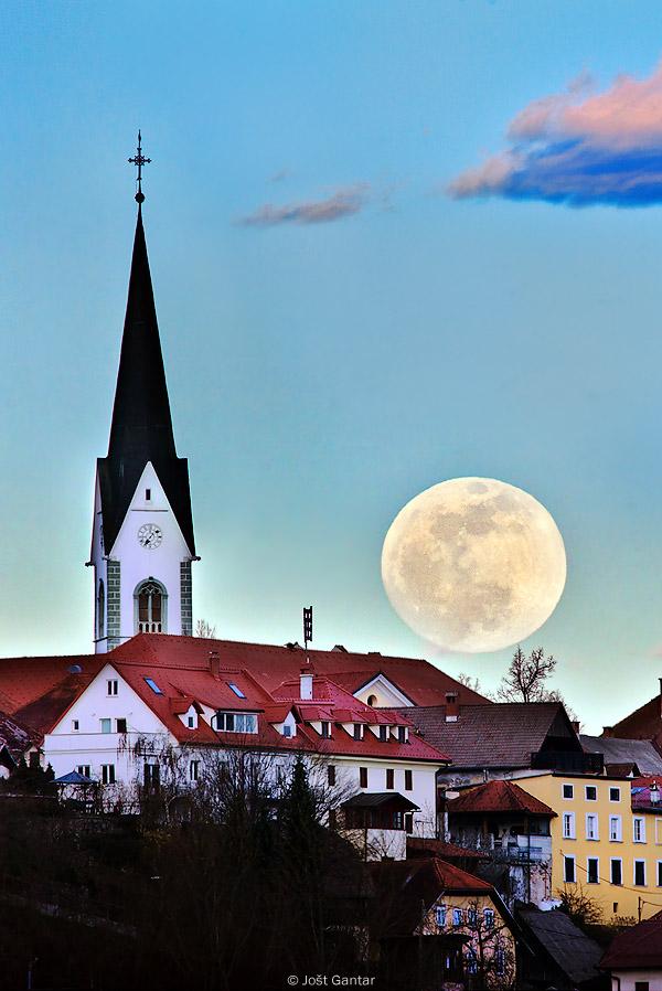 Radovljica polna luna