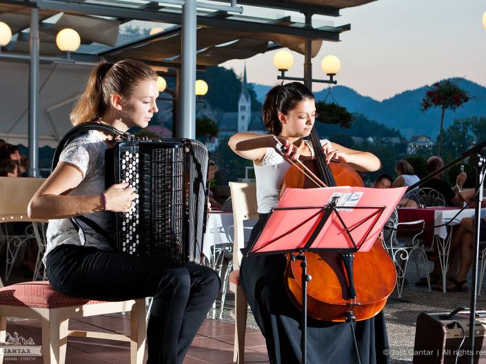 Fotografiranje koncerta. Restavracija Panorama, Bled. Naročnik: Sava Turizem