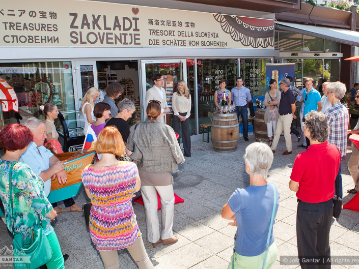 Otvoritev trgovine Zakladi Slovenije na Bledu. Naročnik: Zakladi Slovenije