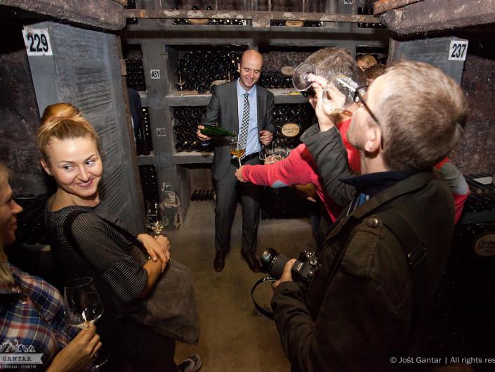 Fotografiranje poslovnega obiska v vinski kleti Jeruzalem Ormož. Naročnik: Pracownia Przygod