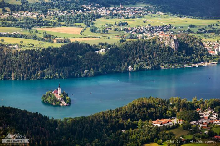 Razgled na Blejsko jezero z Babjega zoba.