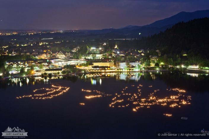 Blejska noč, lučke na jezeru.
