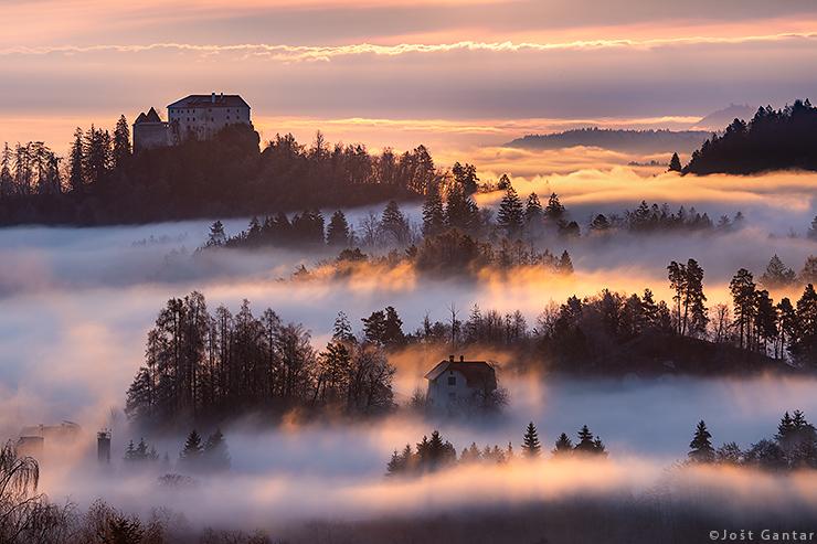 Blejski grad v meglicah