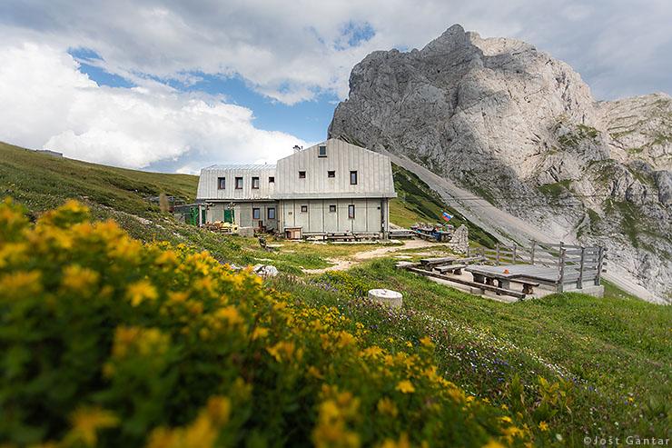 Dom na Kamniškem sedlu